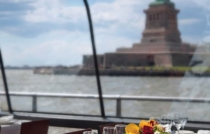 bateaux_newyork_dining_room_statue_hires